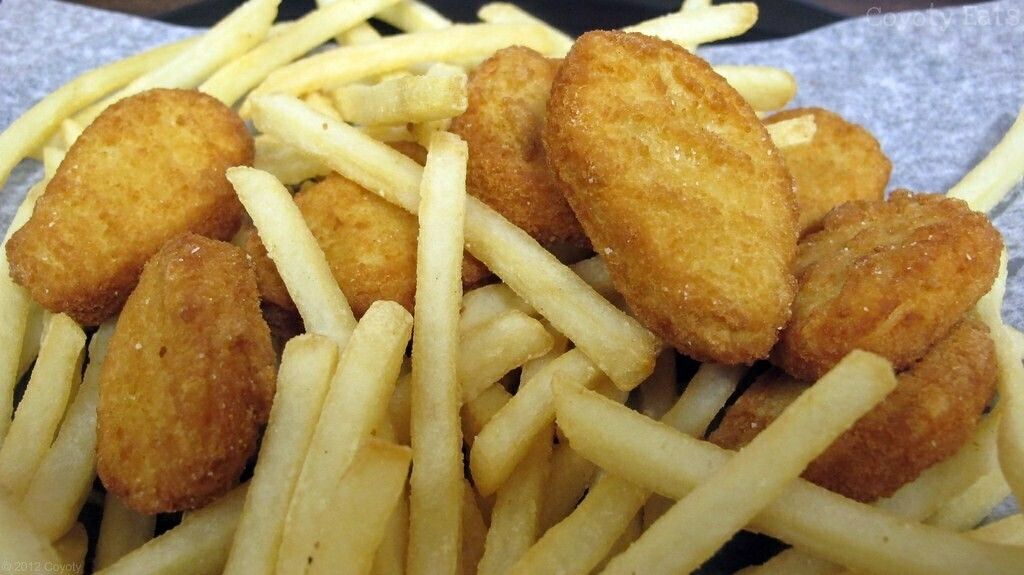 KIDS Chicken nuggets and chips (1,3)