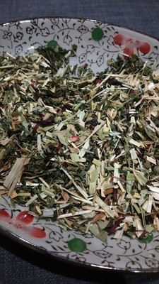 Chaff Mix with Dandelion Nettle & Hibiscus