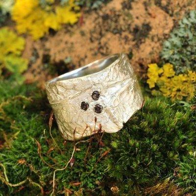 Ring in massief zilver m/3 rookkwarts briljant - Ralf De Burchgrave (België) - Maat56