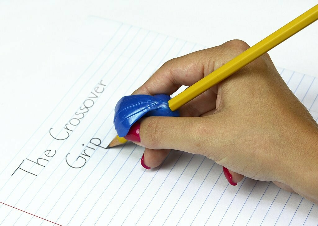 The Pencil Grip - Crossover grip