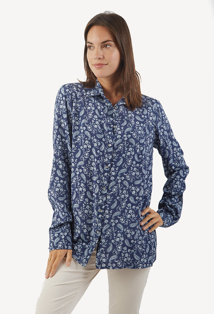 Blusa estilo camisa azul
