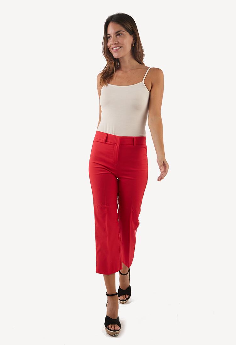 Pantalón rojo con detalle lateral