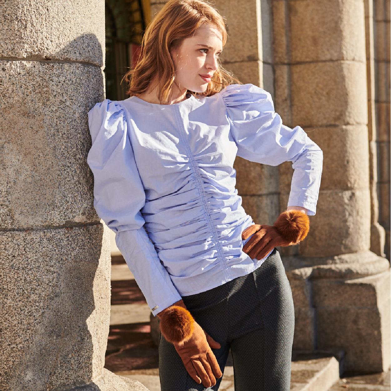 Blusa celeste con detalles en mangas