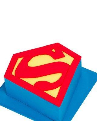 Superman Figur Torte