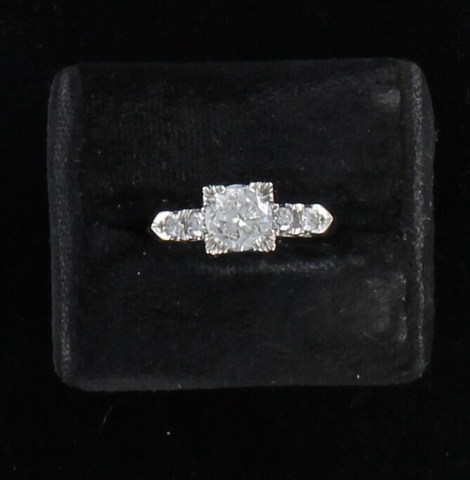 14KT .85 CT ROUND DIAMOND ENGAGEMENT RING