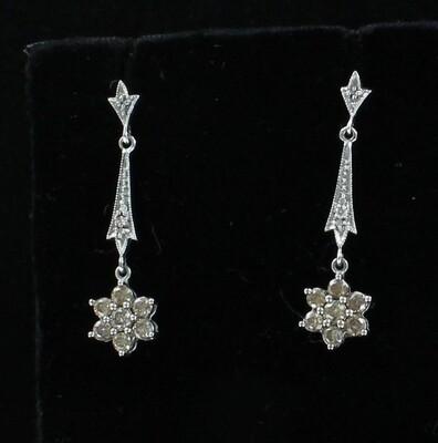18KT .80 CT TW DIAMOND DANGLE EARRINGS