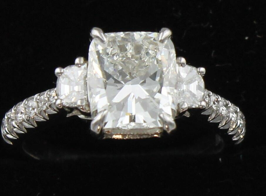 18KT GIA CERTIFIED 2.07 CUSHION CUT DIAMOND ENGAGEMENT RING