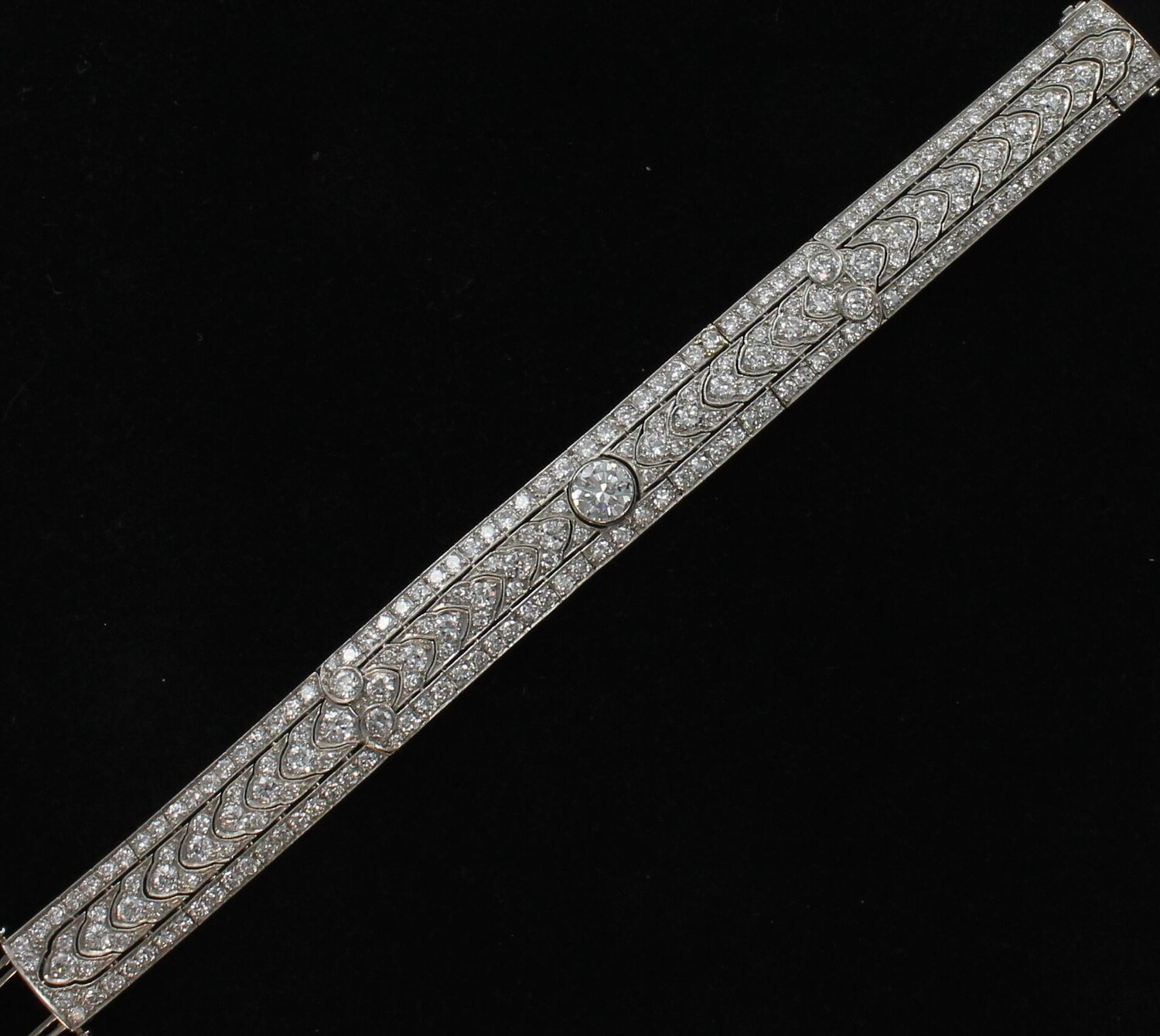 PLATINUM ART DECO DIAMOND BRACELET/  CENTER DIAMOND 1.50 CT. + 11.25 CT.