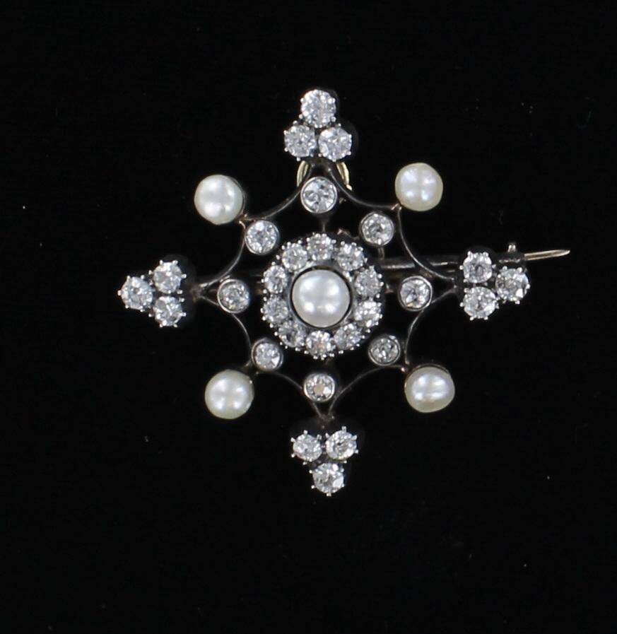 ANTIQUE DIAMOND AND PEARL PIN CIRCA 1900
