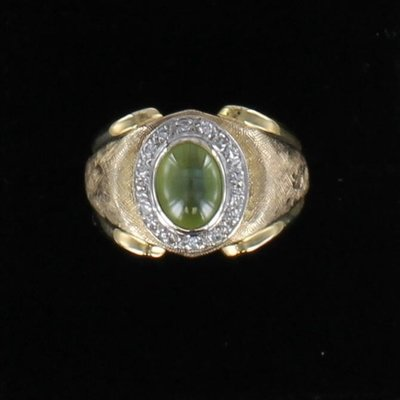 18KT RING WITH CAT'S EYE AND DIAMONDS