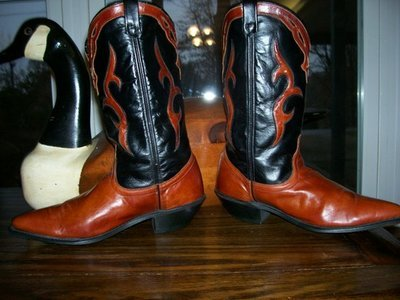Dingo boots ... Beautiful Black and Caramel Leather!