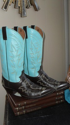 Add a dose of FLAIR to your wardrobe with these top shelf Rancho Loco boots!