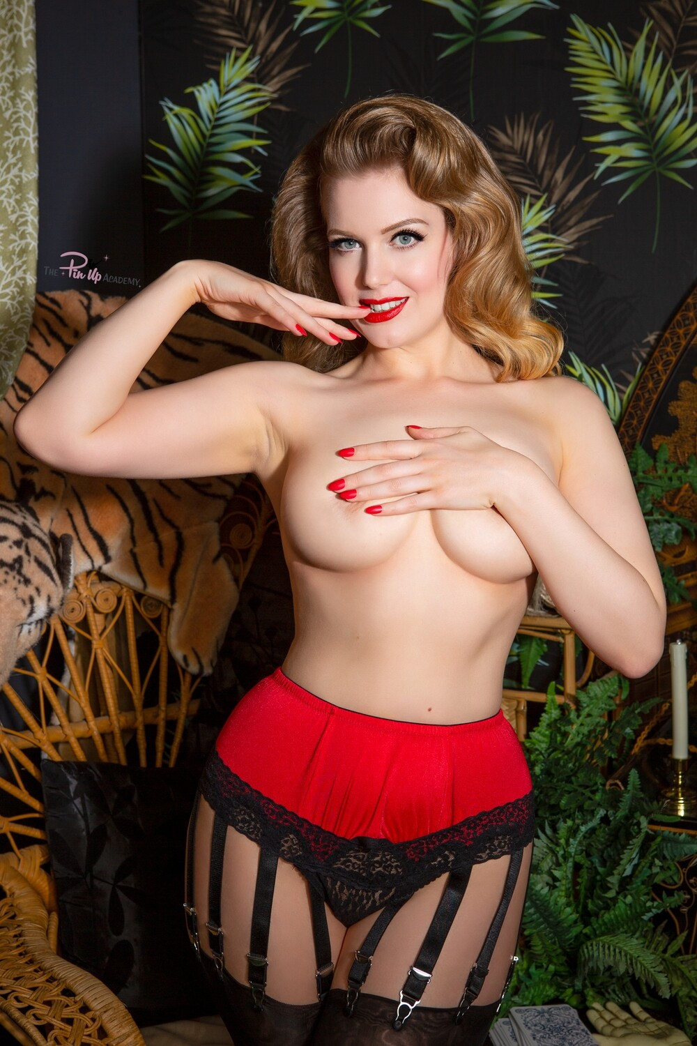 Frankii Wilde red strip tease