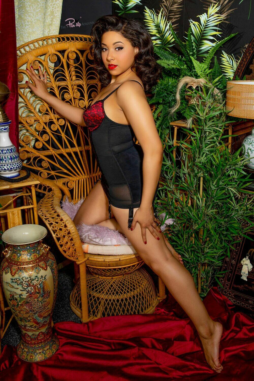Eva Leigh oriental set