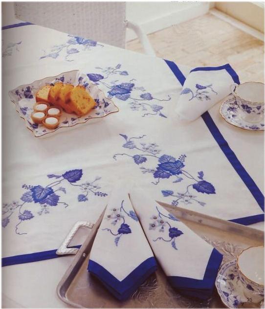 Набор из 2 дизайнов машинной вышивки Синие цветы