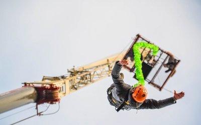Банджи джампинг- прыжок с резинкой с 35 метрового автокрана!
