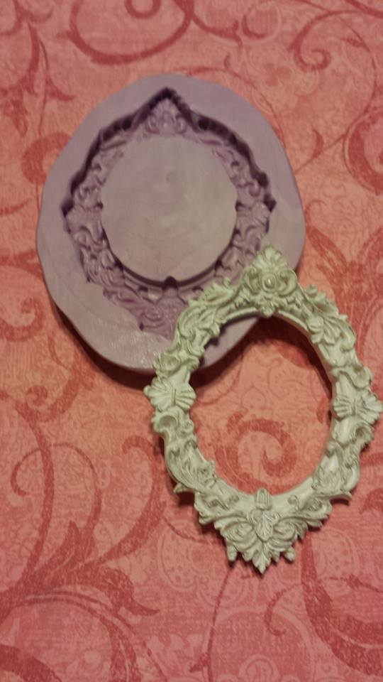 Small Fancy Oval Frame Mold