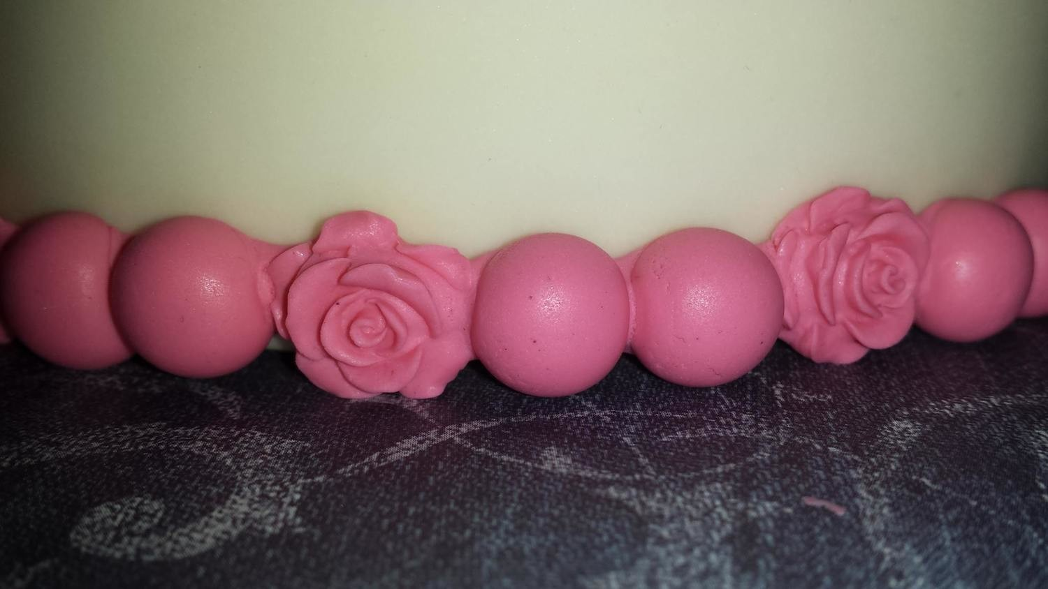 Roses and Pearls Border Mold
