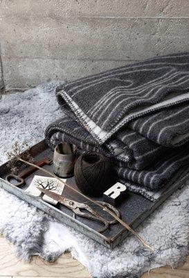 Norwegische Lammwoll Plaids Røros Tweed Skog 130x200cm
