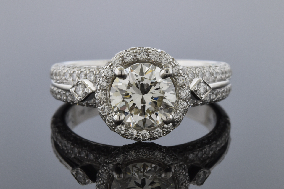 Simon G. Engagement Ring with Diamond Details