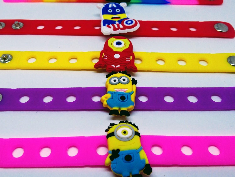 10 Braccialetti personalizzati Minions in 3D gomma silicone pvc morbido gadgets fine festa a tema compleanno bambini