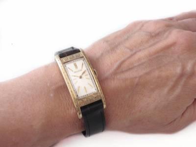 Rare 1940s Bulova Etched Bezel 46mm Lugs Unisex Watch