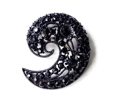 1950s Black Rhinestone Paisley M. Bent Brooch Open Metalwork