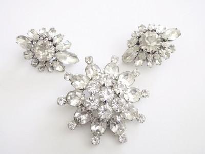 Weiss Brooch Rhinestone Star Brooch Earrings Demi Parure Set