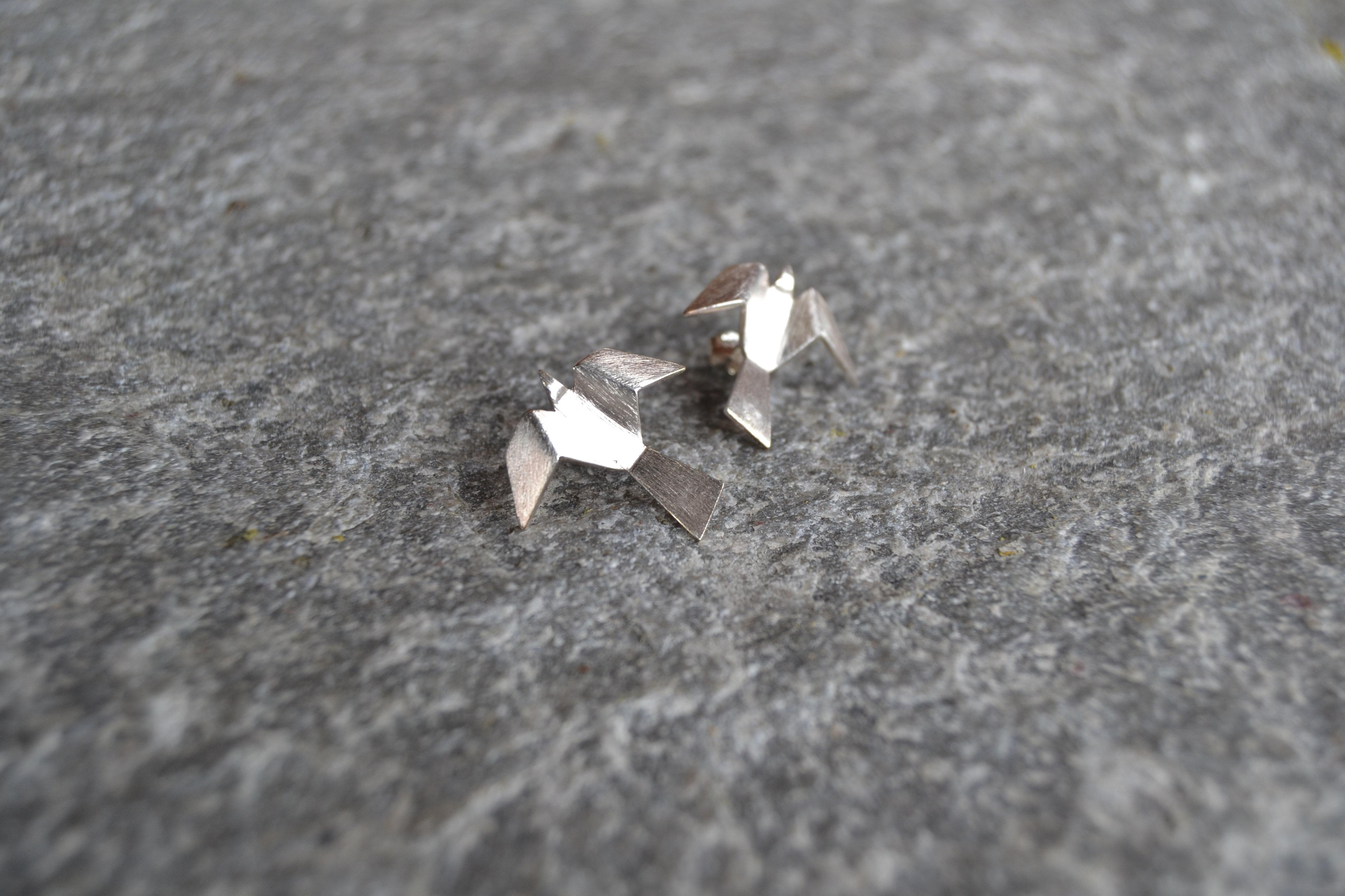 Ravn naturell øredobber i 925 sølv