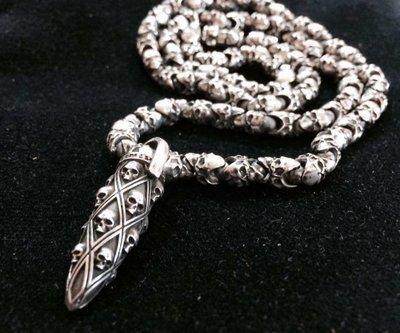 Skulls Roundelay Chain & Mad Bullet Pendant Set