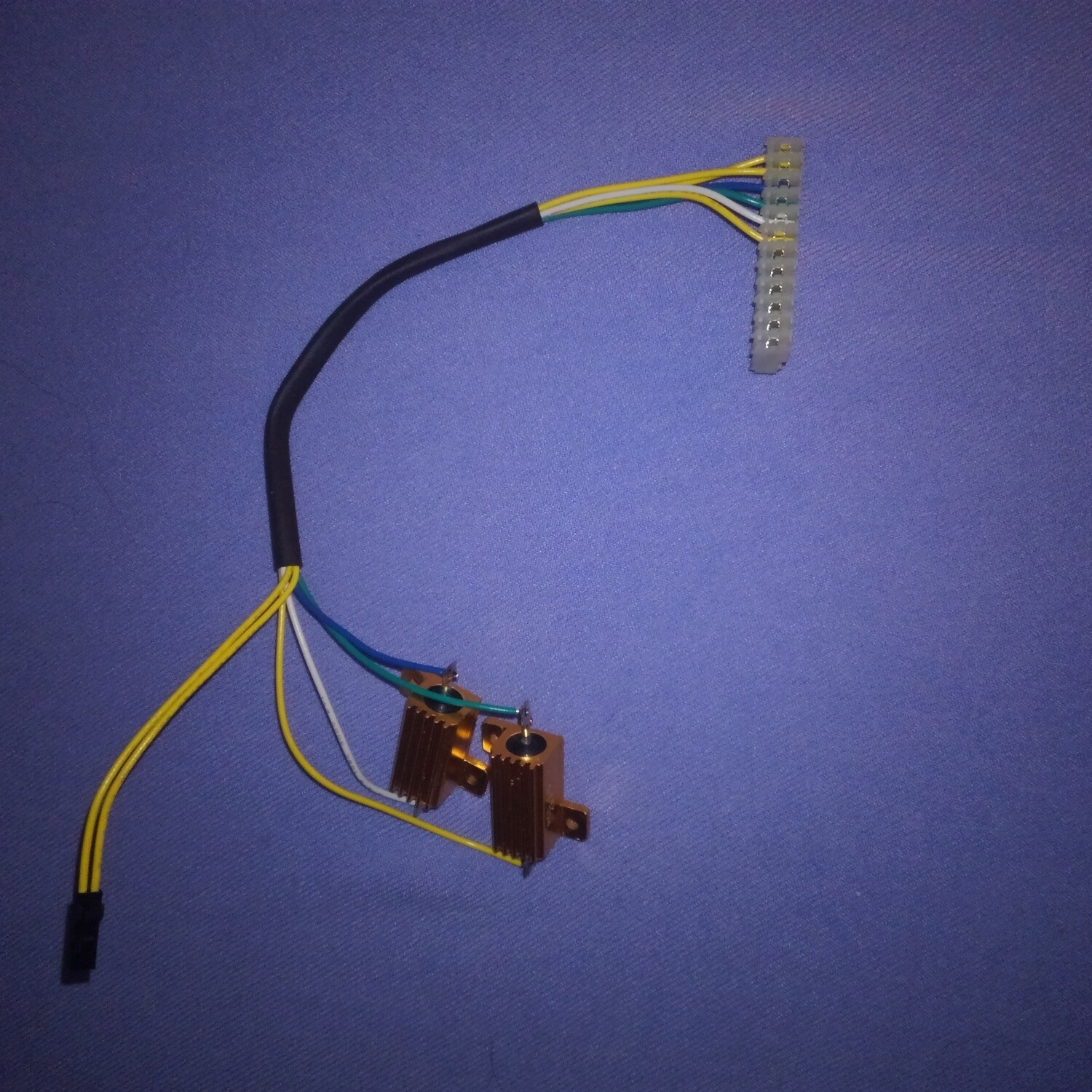 Motor wiring harness with drive resistors