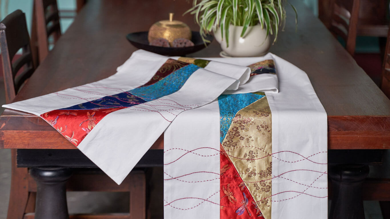 "Table runner ""Waves"" CH35TT"