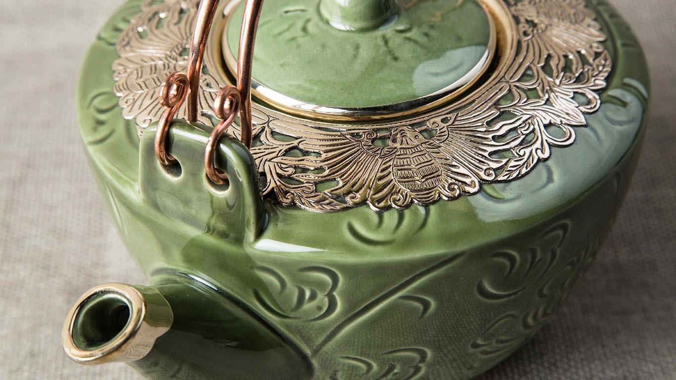 Deep green teapot with bronze decoration 4