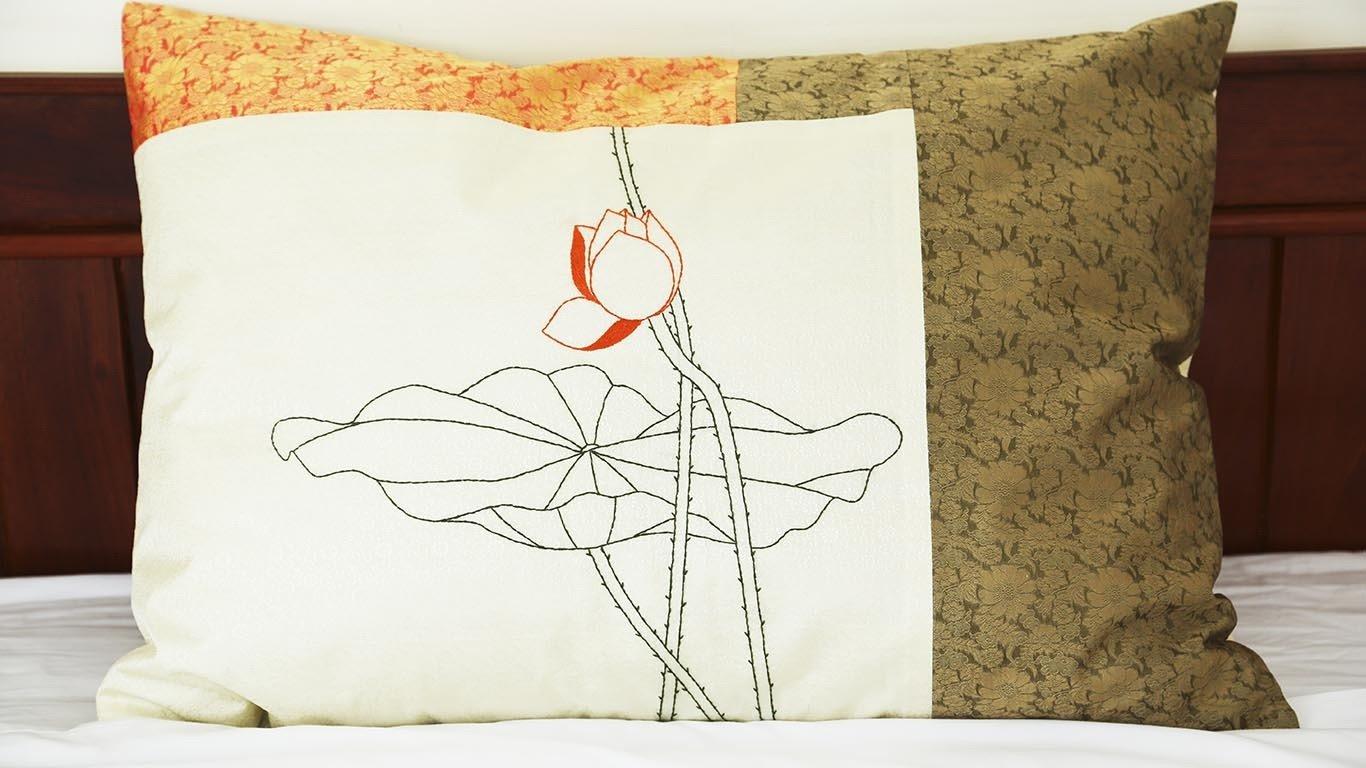 "Pillow case ""Sunshine lotus"" CH23BG"