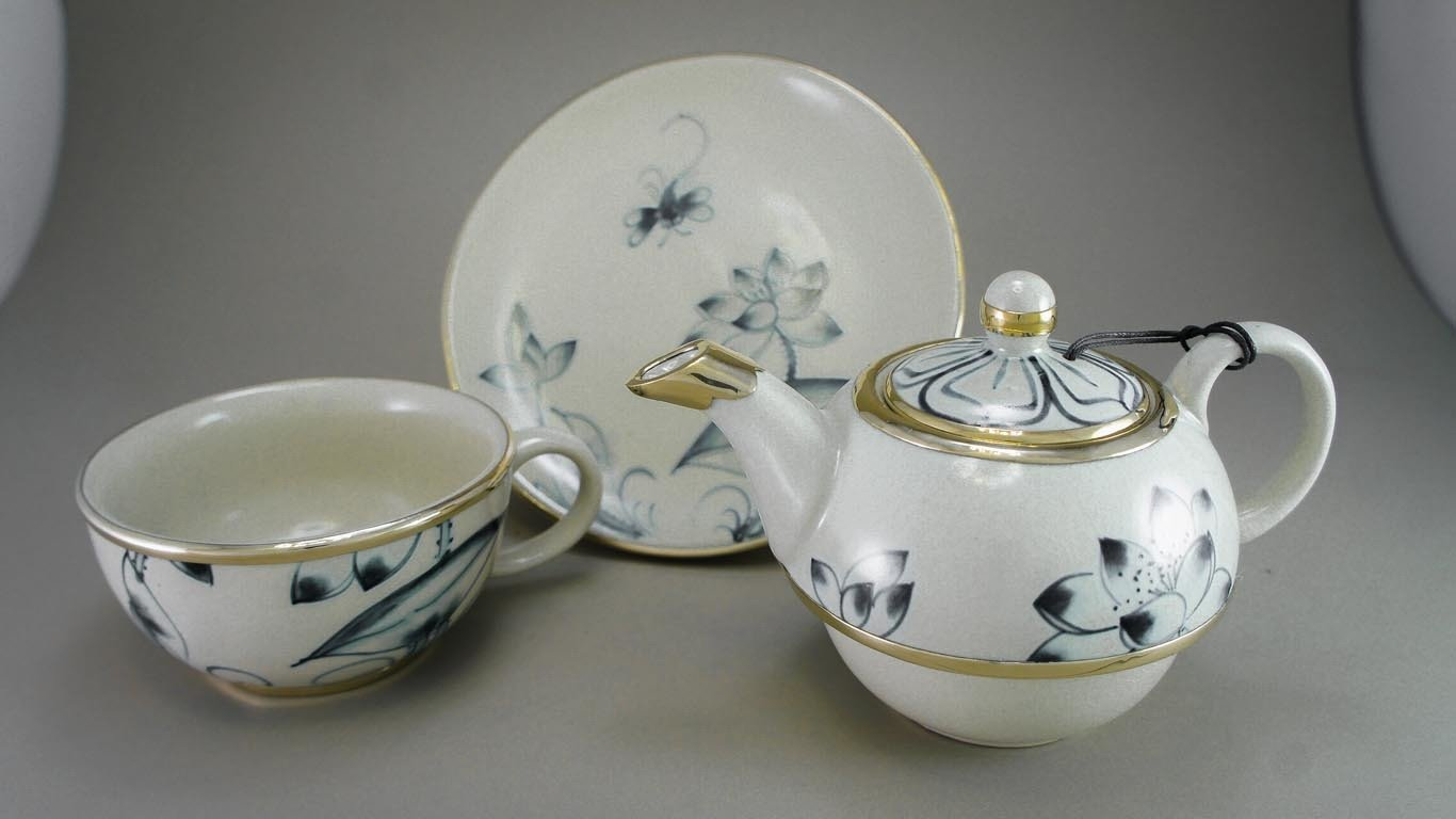 """Reaching Out - Tea-for-One Set """"Lotusflower"""""""