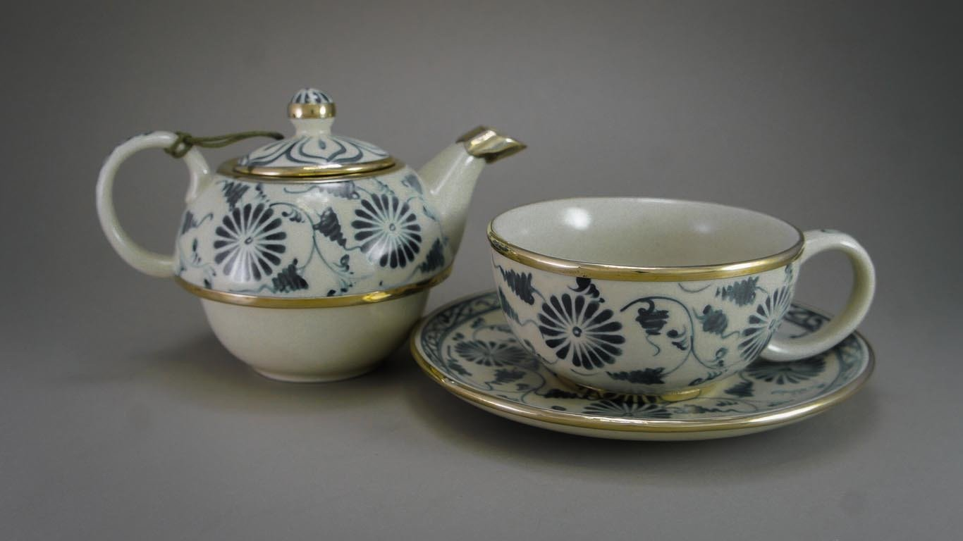 """reaching Out -Tea-for-One Set """"Blooming Daisies"""""""