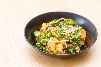 (M) Chicken Satay Stir Fry w/ Peanut Sauce Rice Noodles